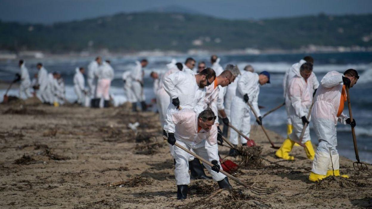 Marée noire sur le sud de la France: 37 plages du Var toujours touchées